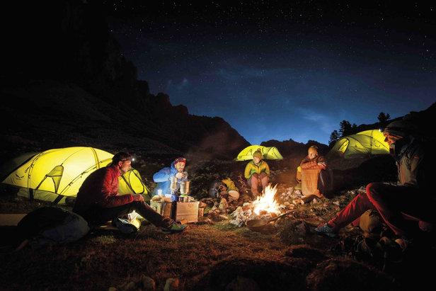 """Participer au jeu """"Get vertical"""", c'est se donner une chance de vivre une expérience de camp de base dans les Alpes ou au travers d'un voyage d'exploration dans l'outback australien."""