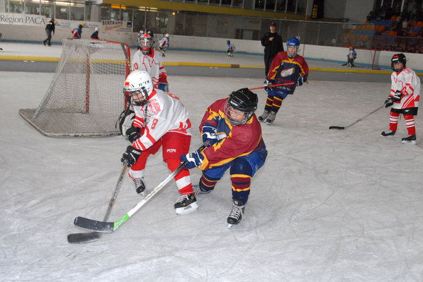 Le Trophée des Petits Champions : Près de 350 enfants de 10 à 11 ans feront vibrer la patinoire d'Orcières tout le week-end, en enchaînant 150 matchs