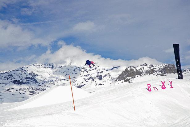 Venez rider entre filles à Val-d'Isère ! Pas de pression, juste des bons moments entre nanas en ski et en snowboard !
