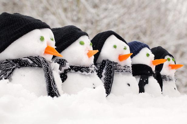 Que les enfants se réjouissent, ils vont pouvoir modeler leurs premiers bonhommes de neige de l'hiver dès la fin du week-end puisque la neige est annoncée à moyenne altitude sur les Alpes, les Pyrénées, les Vosges, le Jura et le Massif Central...