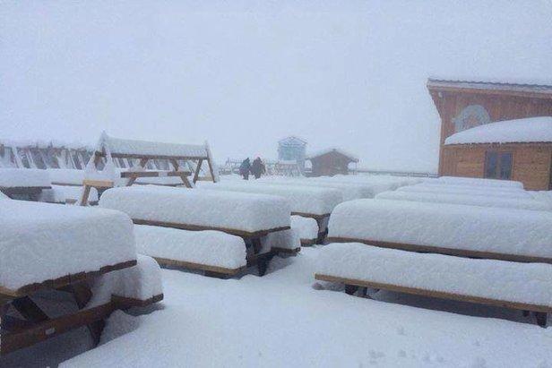 Vo francúzskom Tignes v polovici októbra silno snežilo.