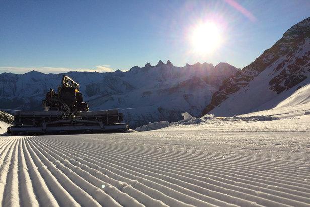 Le service de damage est sur le pont afin de prendre le plus grand soin du manteau neigeux et proposer des conditions de ski les meilleures possibles