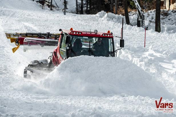 A Vars, tout le monde est sur le pont. L'ouverture du domaine skiable d'est pour samedi 12 décembre !