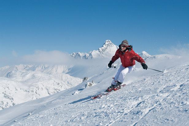 Skifahrer im Skigebiet Warth-Schröcken