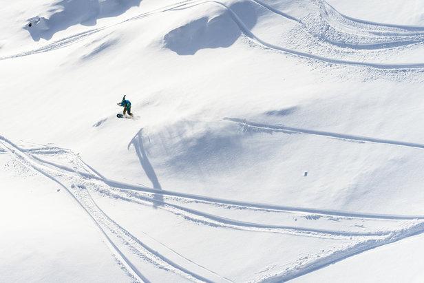 Erfolgreicher Start der Freeride World Tour in Andorra: Starke Runs zum Saisonauftakt der besten Freerider ©freerideworldtour.com | J. Bernard