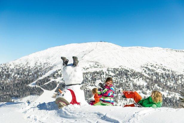 Sněhulák i mnoho dalších maskotů jsou na Katschbergu dětem pro radost a zábavu