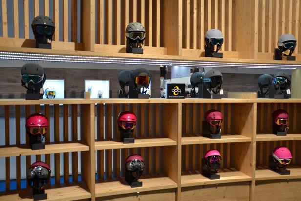 Carrera-Helme für Mädels: Neue Farben, matt im Trend