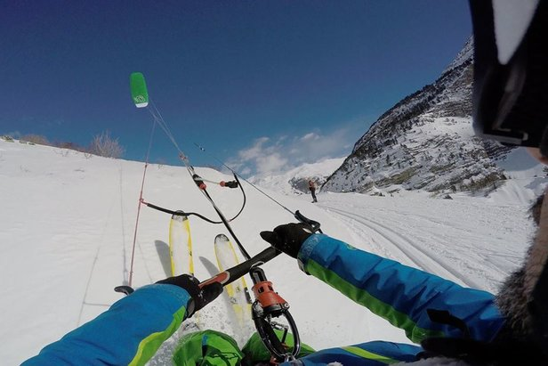 Snowkiting in Serre Chevalier, France  - © Serre Chevalier