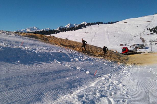 Préparatifs pour la création d'une piste de ski d'été pour fêter le passage du Tour de France aux Saisies