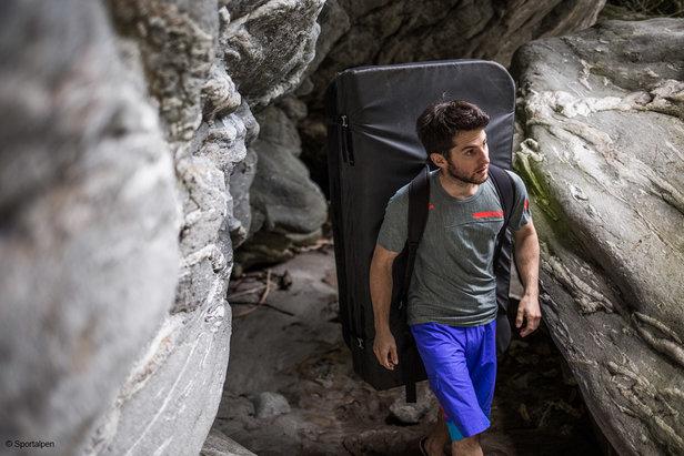 Immer mehr Boulderer streifen mit Boulderpad auf dem Rücken durch den Zillertaler Naturpark - ©Matthias Schiestl