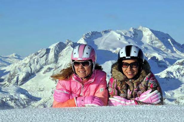 Skifahrerinnen in den Dolomiten