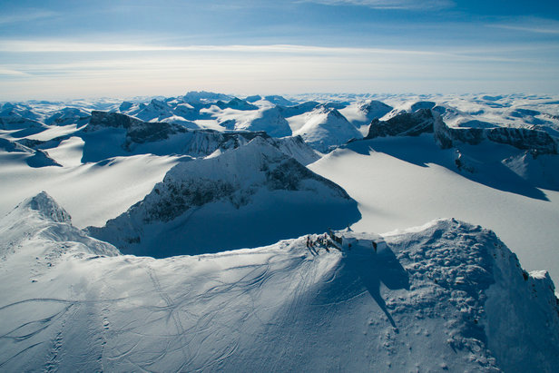 Galdhøpiggen, 2469 meter over havet. Utsikten er spektakulær, og man kan glede seg til en utrolig fet nedkjøring på ski!