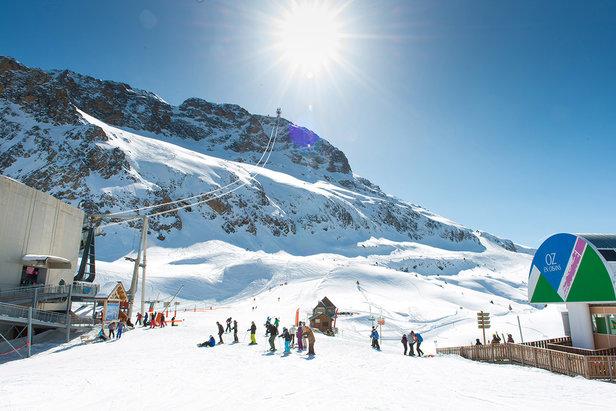 A vous les cimes et le grand ski... Oz en Oisans associe les avantages d'une station familiale à ceux d'une station grand ski pour des vacances inédites !