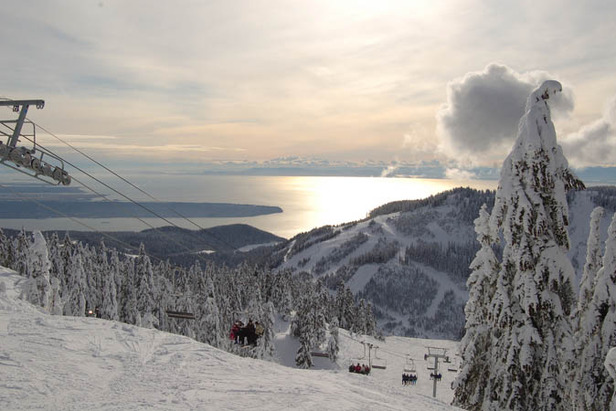 A Foot of Fresh Snow In 24 Hours Re-opens Cypress Mountain