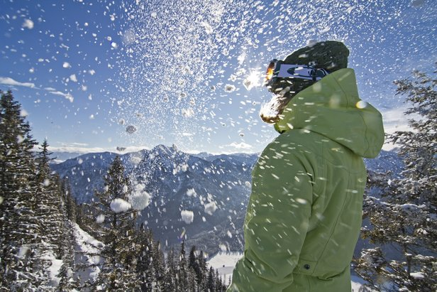 Dove andare a sciare e trovare la neve migliore? Bollettino neve di oggi ©Ammergauer Alpen GmbH, Gemeinde  Oberammergau. Foto: Matthias Fend