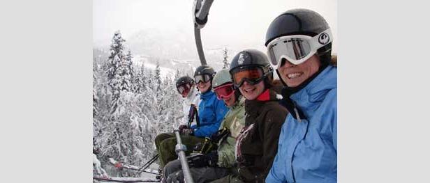 Hemsedal - happy girls in skilift 350px