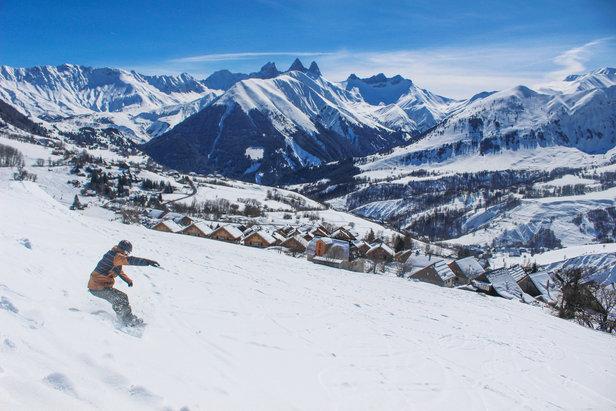 Entre grand ski et ambiance authentique de villages de montagne, plus besoin de choisir... Les Sybelles conjuguent les deux !