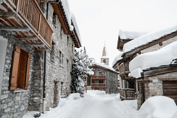 Huge piles of snow in Val d'Isere  - © Val d'Isere/Facebook
