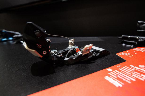 Sehr spannend: Die neue Duke PT von Marker ist gleichzeitig klassische Freeride-Alpinbindung und Pinbindung. Der Vorderbacken lässt sich aufklappen und abnehmen.