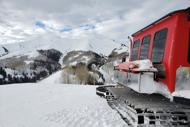 Deep Powder, Open Bowls: The Best Utah Cat SkiingEvan Thayer