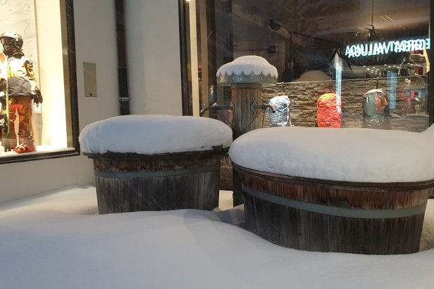 Piles of snow in St. Anton 13.1.21  - © St. Anton/Facebook