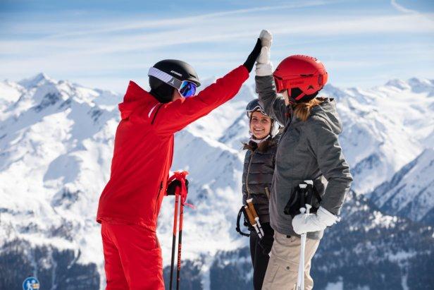 Un corso di sci offre vantaggi a ogni tipo di sciatore, indipendentemente dal livello di esperienza  - © CheckYeti/Roland Haschka