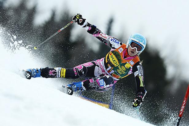 skiershelpingjapan.com: Julia Mancuso und Marker Völkl unterstützen- ©Alain GROSCLAUDE/AGENCE ZOOM