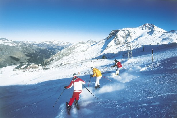 Autumn skiing on the Hintertux glacier, Austria - ©Tuxertal Tourism