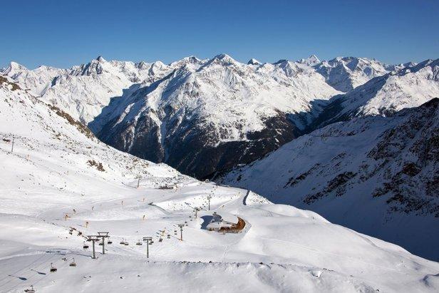 Sciare sulle Alpi oltre frontiera a Novembre- ©Sölden