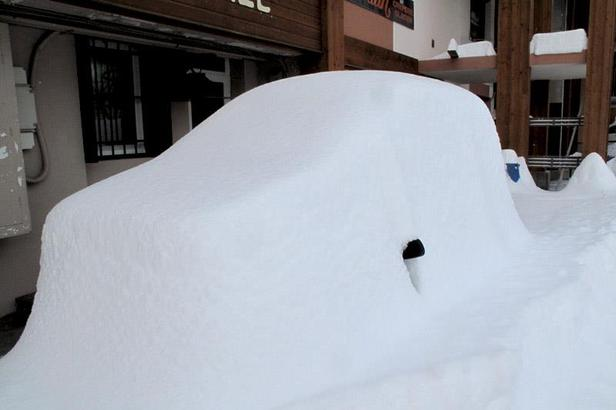 Powder in the French Alps: 80cm of snow in 24 hours