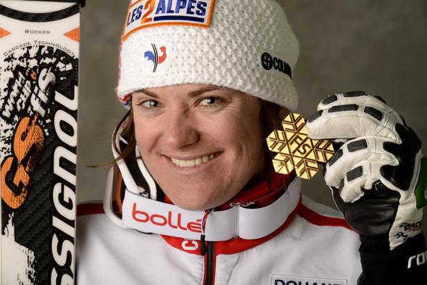 Marion Rolland avec sa médaille, / Descente Schladming 2013