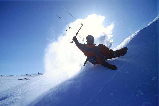 Snowkite.