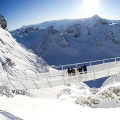 In Svizzera sospesi su un ponte a 500 metri