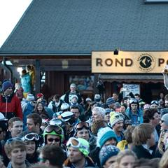 Crowds gather on the terrace at Rond Point in Meribel - © Rond Point