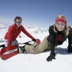 První pokusy na snowboardu je dobré absolvovat se zkušenějšími snowboardisty.