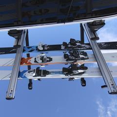 OnTheSnow's test of Thule's 6-ski roof rack.  - © Nick Jones