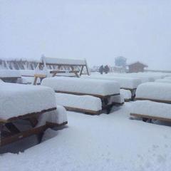 Vo francúzskom Tignes v polovici októbra silno snežilo. - © Facebook Tignes