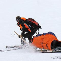 Les secours sur les pistes de ski (et en hors-piste) sont payants... Skiez tranquille en étant bien assurés !