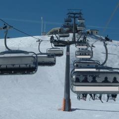Takhle bude vypadat 6-sedačková lanovka Leitner, která najde nový domov ve Ski centru Říčky v Orlických horách - © facebook | Ski centrum Říčky v Orlických horách