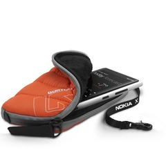 Christmas gift ideas for the slopes - Nokia x Burton Insulator Case - ©Nokia/Burton